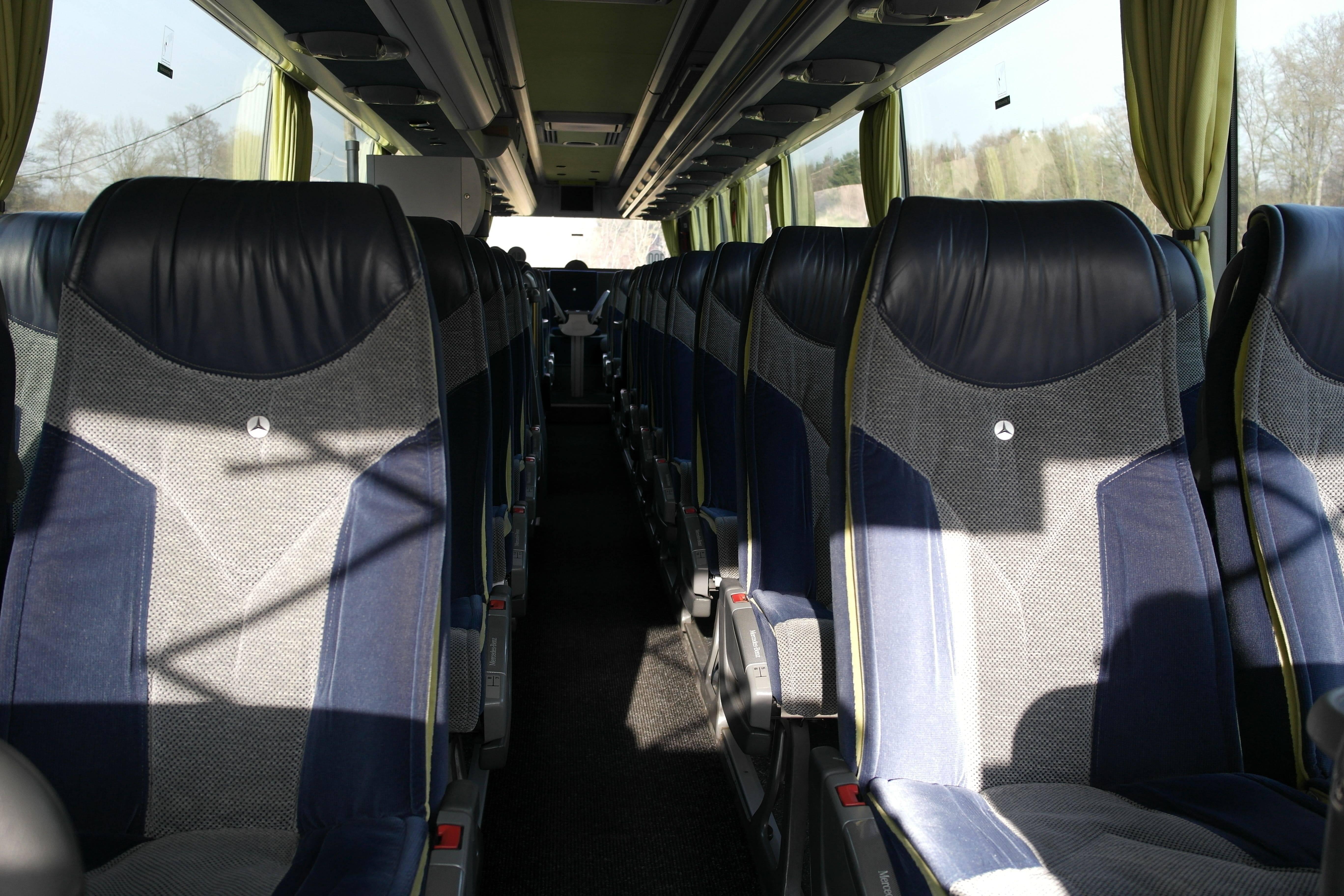 Luxus-Reisesitze im Mercedes-Benz Travego - Individuelle Busreisen mit der EWG Busreisen GmbH